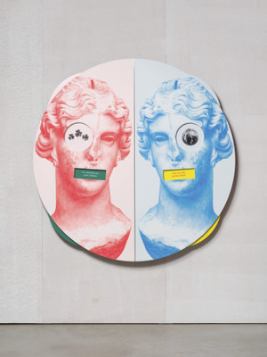 Kathryn Andrews, Wheel of Foot in Mouth No. 3 (Song of Sappho), 2019, aluminium, stainless steel, paint, ink, magnets, 162,6 x 162,6 x 20,3 cm, Courtesy the artist, KÖNIG GALERIE Berlin / London, David Kordansky Gallery, Los Angeles
